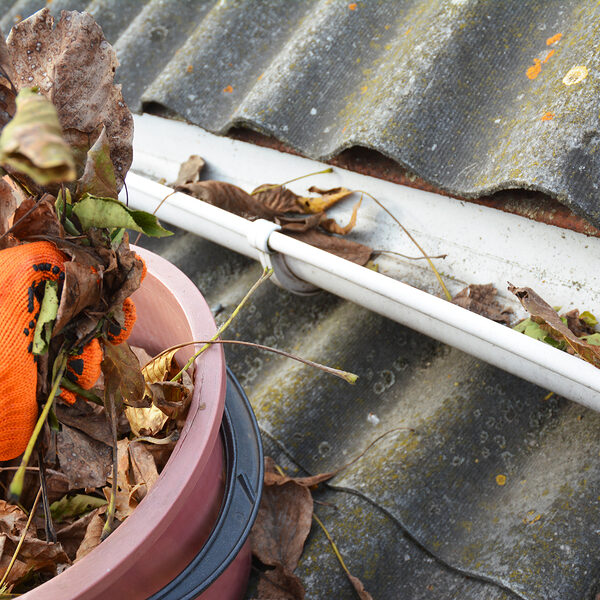 rain gutters cleaning from leaves. asbestos roof gutter cleaning.